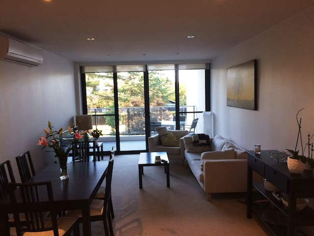 Short term rental, modern apartment near city - Lyneham - Daire