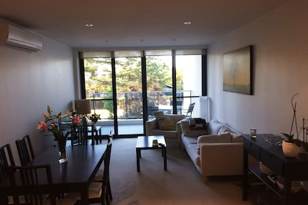 Short term rental, modern apartment near city - Lyneham - 公寓