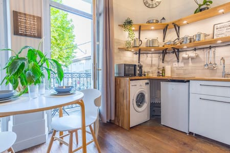 Studio Clemenceau 2** on the Market Place