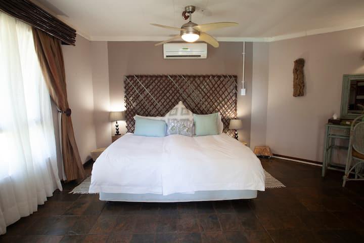 Luxury Room at Mziki Safari Lodge in Brits