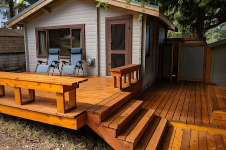 Savary Island Guest Cabin with Ocean Views
