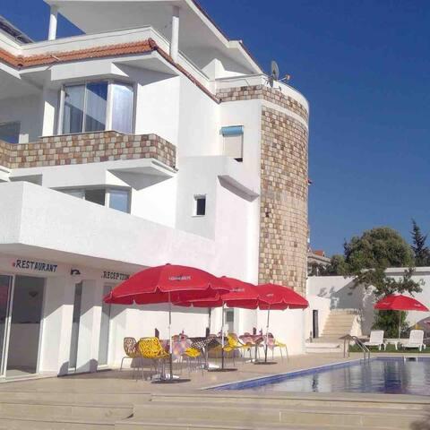 Suite avec piscine et garage