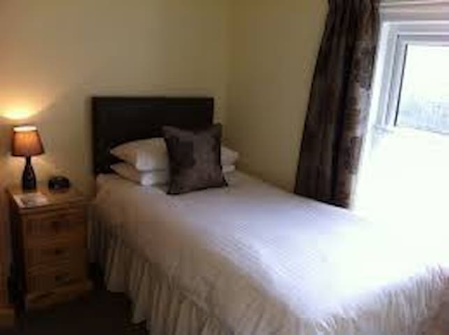 Findhorn - QUIET single room