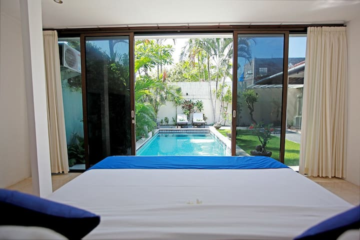 Guest ensuite bedroom by the pool