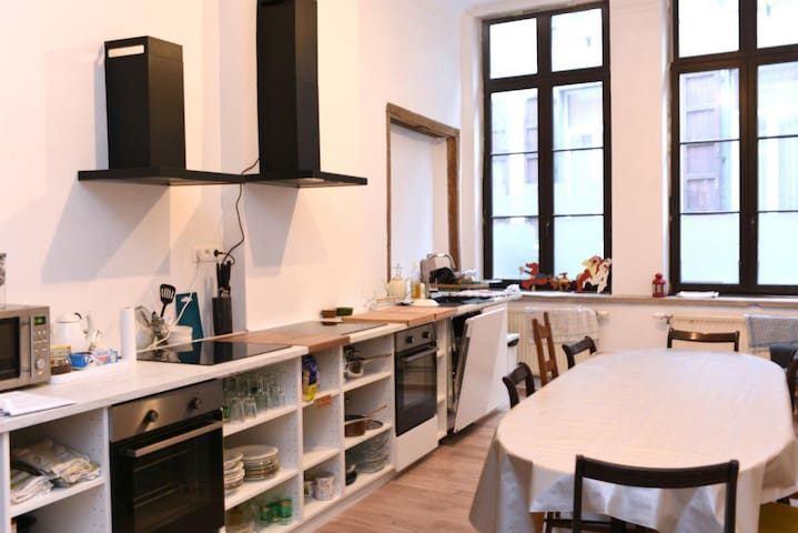 NAMUR CITY: 2 Persons room with private bathroom