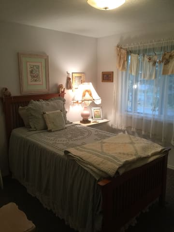 Lovely private room for you. - Spokane Valley - Rumah