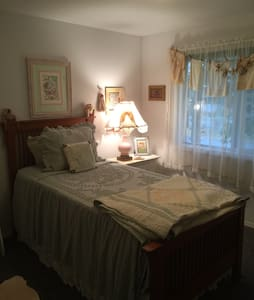 Lovely private room for you. - Spokane Valley