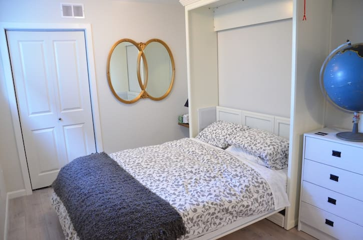 Bedroom with lots of storage, new queen size mattress and high thread count cotton linens.