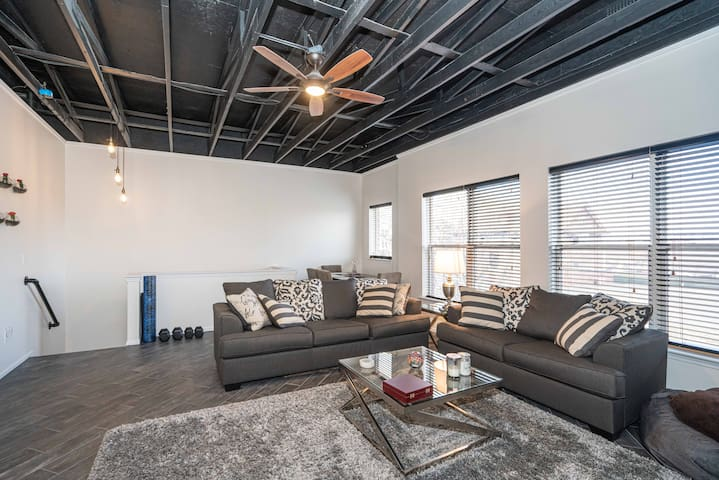 Luxury Loft w/2 BD,1.5 BA  Midtown/New center
