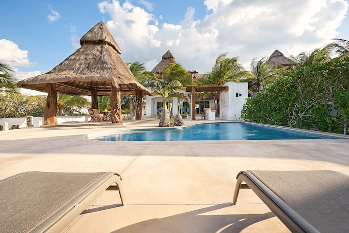 Beautiful Palapa Beachfront House Uaymitun