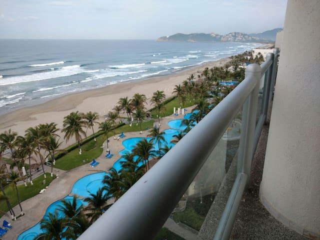 Departamento de lujo en playa Diamante, 2 rec´s. - Acapulco