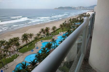 Departamento de lujo en playa Diamante, 2 rec´s. - Акапулько