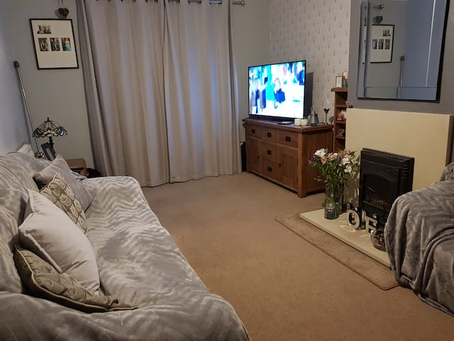 Comfortable Clean House in Yeovil with Parking