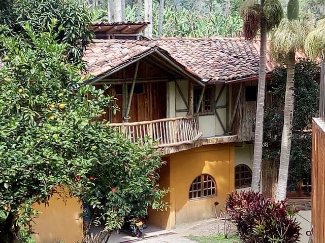 Hermosos paisajes cafeteros a  10 km de Manizales