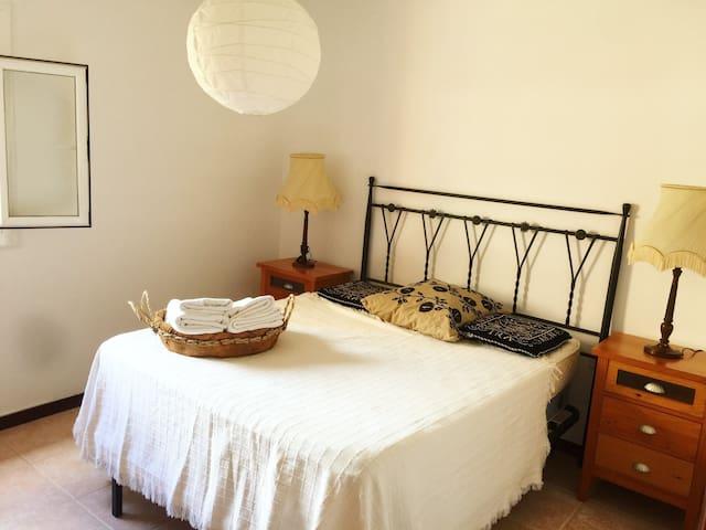 A cozy room near Montjuïc and Fira
