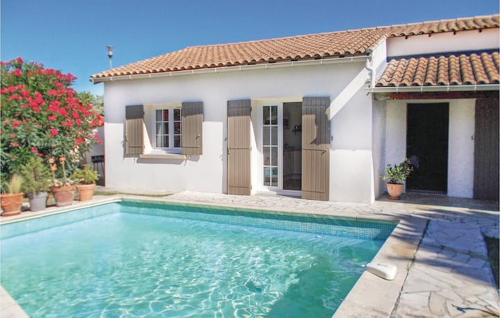 Beautiful home in Les Angles with 2 Bedrooms