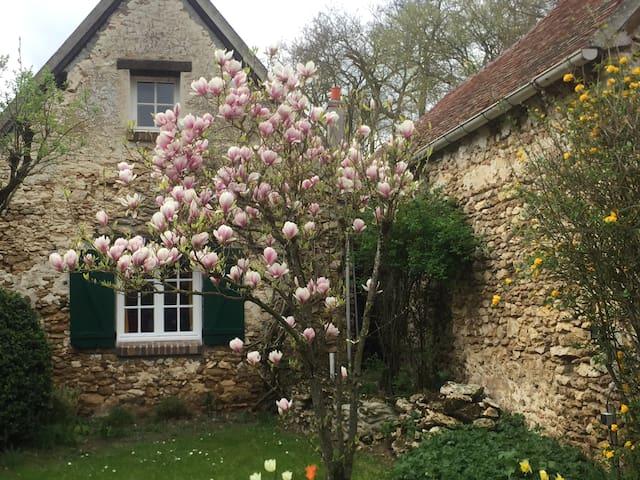 Florette : charme, rustique, jardin, calme assuré