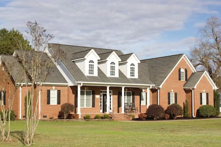 Luxurious Country Home complete with Horses!