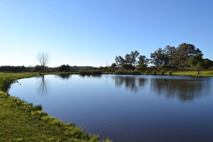 Casa de campo frente a laguna
