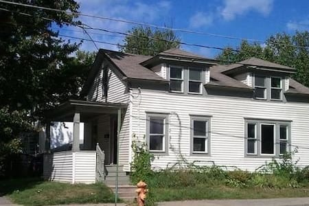 3 Bedroom house baseball friendly! Plenty of Room! - Oneonta - 一軒家