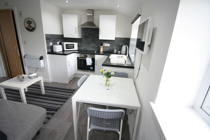 Flat A, North Rd, Cosy 2 bed Flat close to Centre