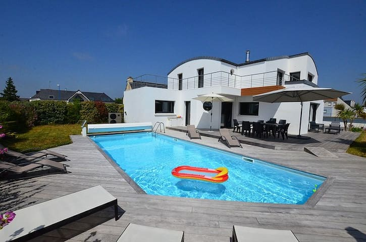 Spacieuse villa avec piscine, spa,  vue mer