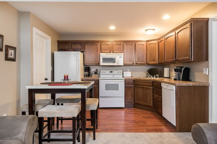 1  Bdrm Apt in Quiet Suburban Neighborhood - Leawood - Daire