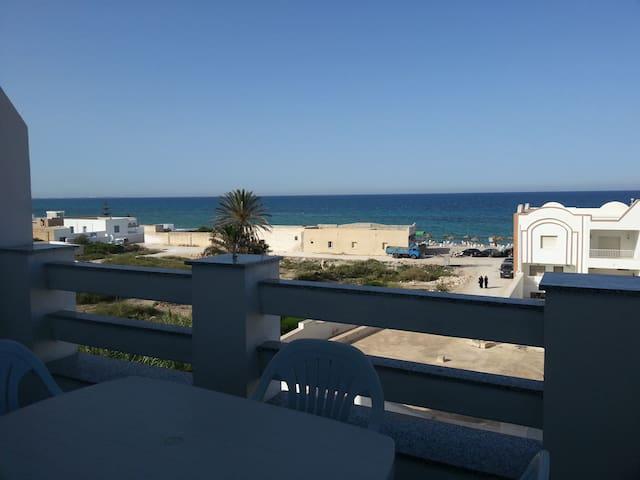 Appartement neuf vue sur mer (50m)