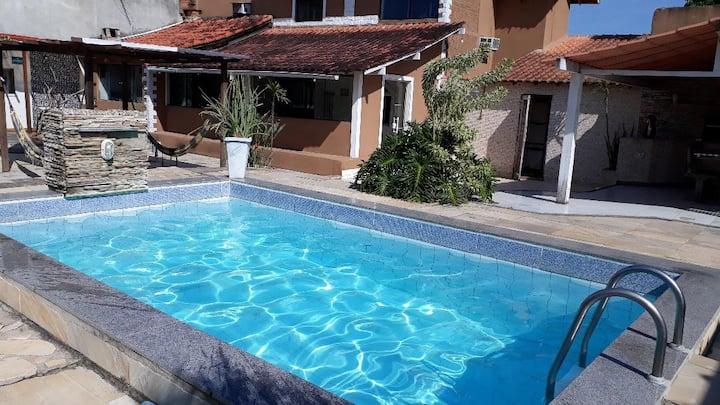 Casa com 4 quartos e 2 piscinas na Praia de Itaúna
