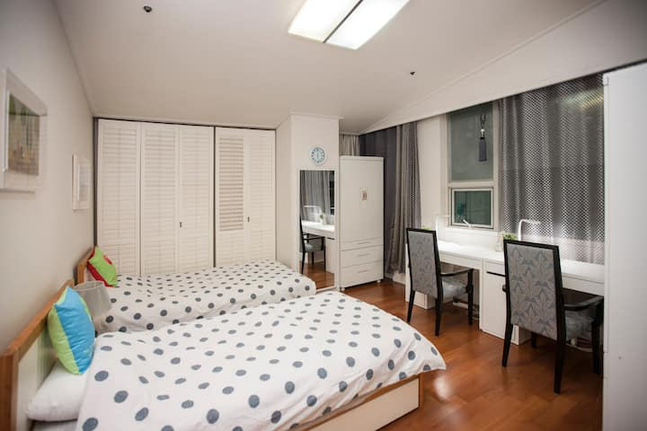 Spacious & Clean Two-Bedroom in Centre of Sinchon
