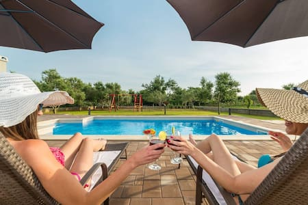 Villa Mia with pool - Privlaka