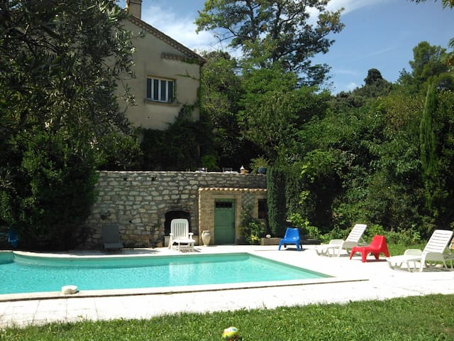 Guest House in Villa with Swimming Pool - Villeneuve-lès-Avignon - Villa