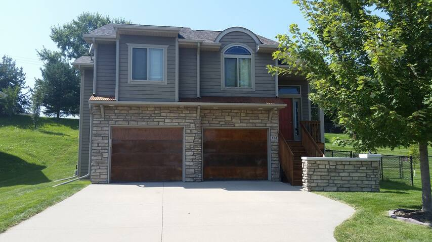 Perfect Graduation Weekend House - Coralville - Huis