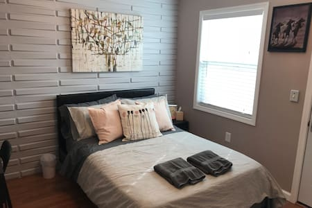 Master bedroom with entrance close to Theme Parks
