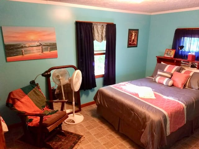 Room 1S - Cozy near Bates/Hospitals/Ski/Shops