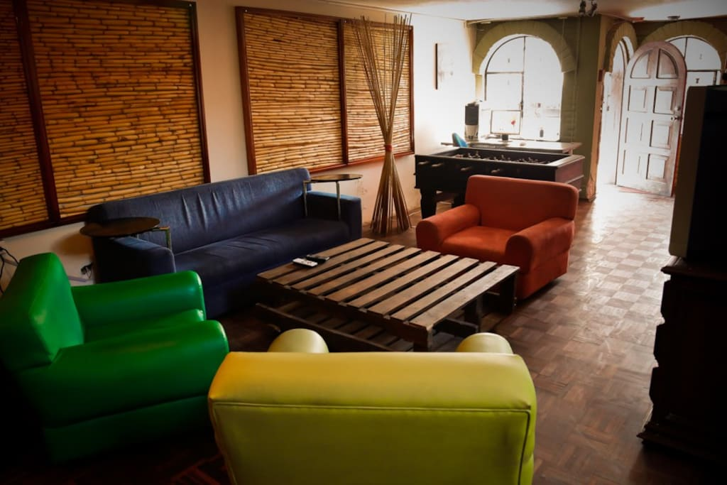 bluehouse youth hostel in quito auberges de jeunesse. Black Bedroom Furniture Sets. Home Design Ideas