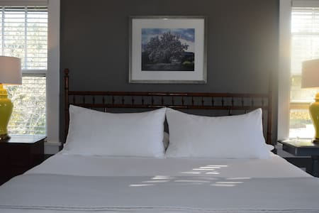 Hotel Rooms with Mountain Views - Saugerties