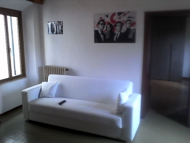 Nice room/apartment near Lecco/Como - Barzago - Apartament
