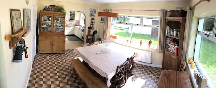 Family friendly Seaside Bungalow - Pets welcome
