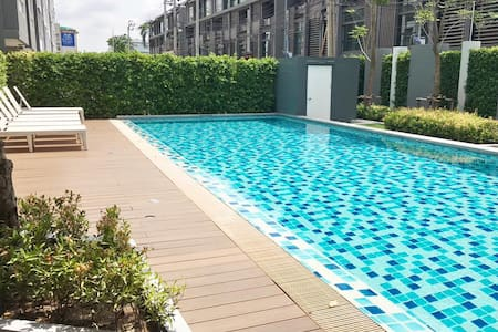 NEW Modern 1BR POOL, GYM-5 mins walk to The Mall! - Banguecoque