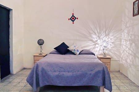 Comfortable private bedroom Downtown Guadalajara