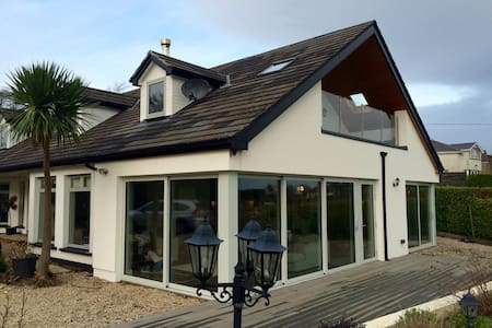 Beautiful 4 bedroom home with views - Greystones