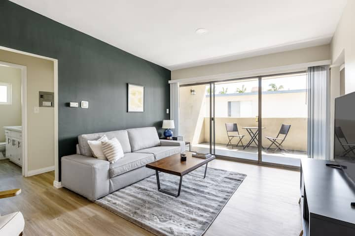 Dapper Culver City 1BR w/ W/D, walk to Local Cafes & TJ's, by Blueground