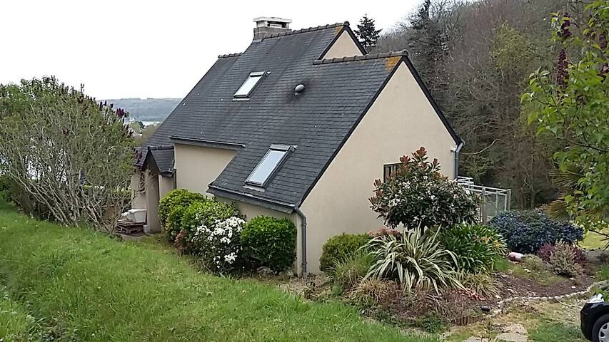 Maison et jardin à Locquénolé (Morlaix-Carantec) - Локеноле - Дом