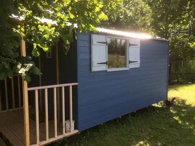 Glastonbury's little blue hut - premier glamping