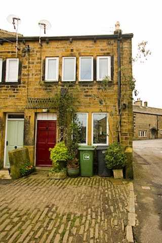 Characterful attic suite - Holmfirth - บ้าน
