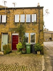 Characterful attic suite - Holmfirth