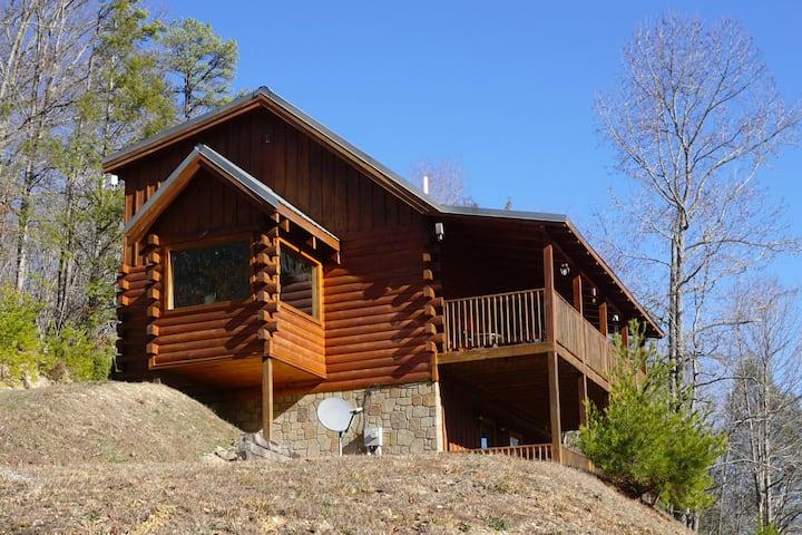 True Log Luxury Cabin. Hot Tub/Pool Table/Privacy