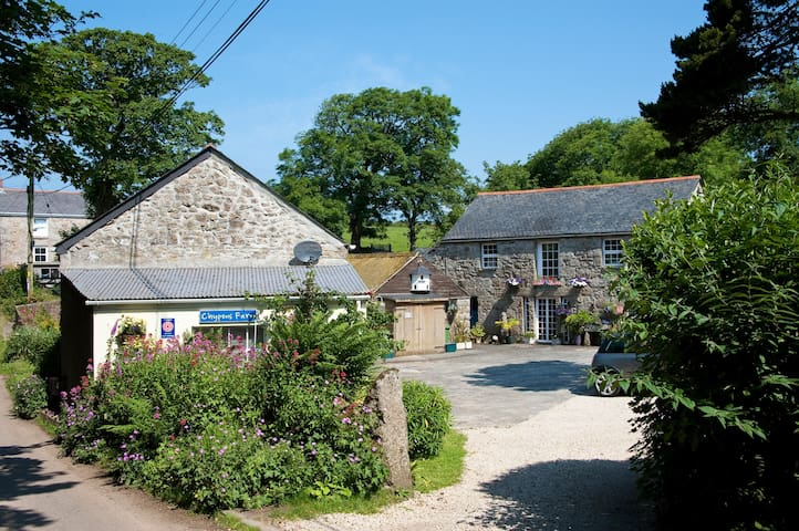 Chypons Barn 4 star gold award cottage Nr. St Ives