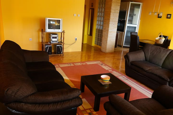 Modern 2 bedroom penthouse in great location